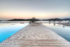 Salida del sol en la bahía de Mirabello en Creta Fotografía de archivo