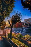Salida del sol en la calle del lombardo en la colina rusa, San Francisco, Califo Imagenes de archivo