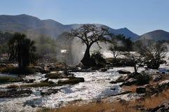 Salida del sol en la cascada de Epupa, Namibia Foto de archivo
