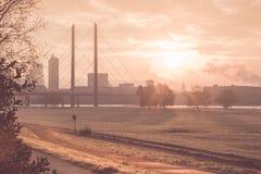 Salida del sol en la ciudad Fotografía de archivo libre de regalías