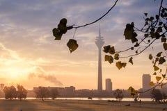 Salida del sol en la ciudad Imagen de archivo