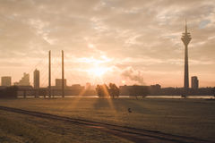 Salida del sol en la ciudad Fotos de archivo