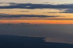 Salida del sol en la costa Imagenes de archivo