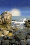 Salida del sol en la costa de mar imágenes de archivo libres de regalías