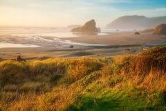 Salida del sol en la costa de Oregon Fotografía de archivo libre de regalías