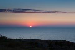 Salida del sol en la costa de piedra - bryag Bulgaria de Kamen Fotografía de archivo