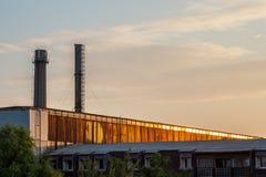 Salida del sol en la fábrica Imagen de archivo