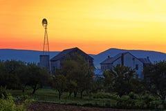 Salida del sol en la granja Fotografía de archivo libre de regalías