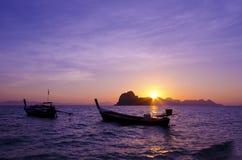 Salida del sol en la isla de Hai de la KOH, provincia de Trang, Tailandia Imagen de archivo