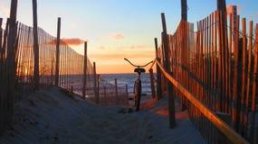 Salida del sol en la isla de Long Beach, NJ fotos de archivo