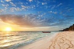 Salida del sol en la isla del nanuya Fotos de archivo libres de regalías