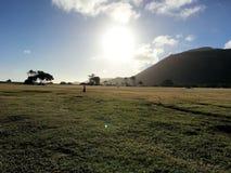 Salida del sol en la isla Hawaii los E.E.U.U. de Oahu imagen de archivo