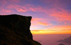 Salida del sol en la montaña Fotos de archivo libres de regalías