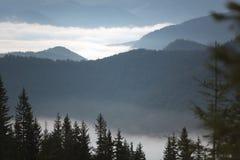 Salida del sol en la montaña Imagen de archivo