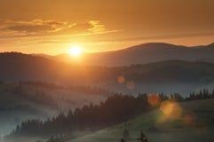Salida del sol en la montaña cárpata (Borzava, Ucrania 2016) Fotos de archivo libres de regalías