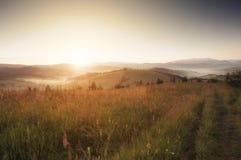 Salida del sol en la montaña cárpata (Borzava, Ucrania 2016) Fotografía de archivo libre de regalías
