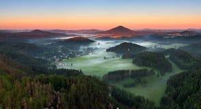 Salida del sol en la montaña hermosa Checo Suiza Foto de archivo libre de regalías