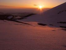 Salida del sol en la montaña Foto de archivo libre de regalías