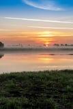 Salida del sol en la niebla Fotografía de archivo libre de regalías