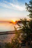 Salida del sol en la niebla Imagen de archivo libre de regalías