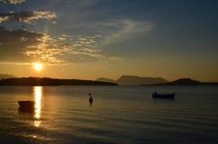 Salida del sol en la orilla de Lefkada Fotografía de archivo