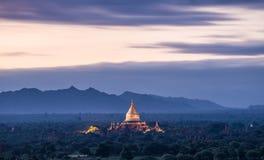 Salida del sol en la pagoda de Dhammayazika, Bagan, Myanmar Imagenes de archivo