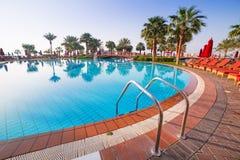 Salida del sol en la piscina tropical Imágenes de archivo libres de regalías