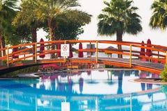 Salida del sol en la piscina tropical Fotos de archivo libres de regalías