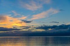 Salida del sol en la playa imágenes de archivo libres de regalías