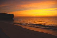 Salida del sol en la playa Fotos de archivo