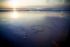 salida del sol 2017 en la playa Imagen de archivo libre de regalías