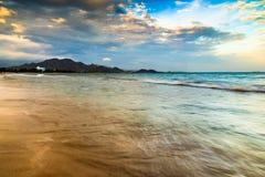 Salida del sol en la playa en la central de VietnamS Fotografía de archivo