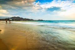 Salida del sol en la playa en la central de VietnamS Fotografía de archivo libre de regalías