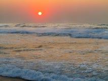 Salida del sol en la playa de Baggies, Durban, Suráfrica Imágenes de archivo libres de regalías