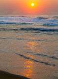 Salida del sol en la playa de Baggies, Durban, Suráfrica Fotos de archivo