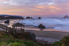 Salida del sol en la playa de Bandon Fotos de archivo libres de regalías