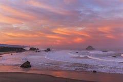 Salida del sol en la playa de Bandon Fotografía de archivo libre de regalías