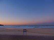 Salida del sol en la playa de Bondi Imagen de archivo