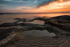 Salida del sol en la playa de Ravda, Bulgaria Fotos de archivo