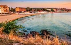 Salida del sol en la playa de Sozopol Foto de archivo