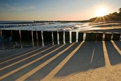 Salida del sol en la playa de Ustronie Morskie Fotografía de archivo