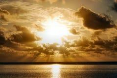 Salida del sol en la playa de Zanzibar Fotos de archivo