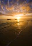 Salida del sol en la playa del lanikai en Hawaii Fotografía de archivo
