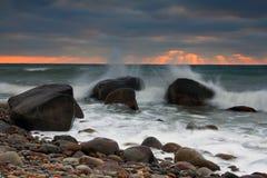 Salida del sol en la playa del océano Fotografía de archivo libre de regalías