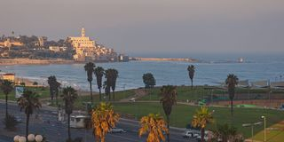Salida del sol en la playa en el teléfono Aviv Israel imagenes de archivo