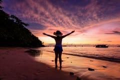 Salida del sol en la playa en MU Koh Similan National Park Imágenes de archivo libres de regalías