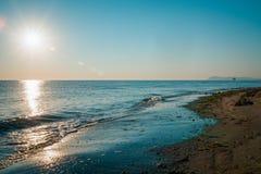 Salida del sol en la playa en Rímini Italia Imagenes de archivo