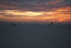 Salida del sol en la playa del océano Fotos de archivo