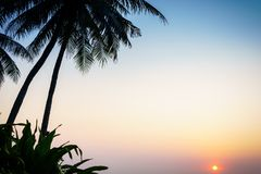 Salida del sol en la playa Tailandia del hin de hua imagen de archivo