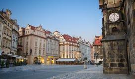 Salida del sol en la vieja plaza, Praga Imagen de archivo